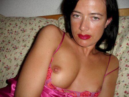 Adoptez une femme infidèle sexy vraiment en manque