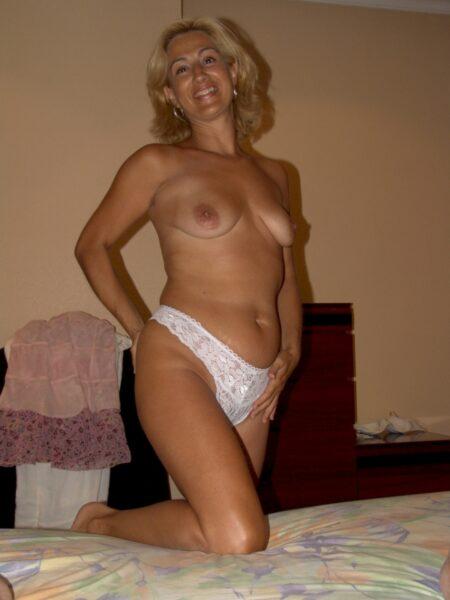 Femme sexy réellement mignonne cherche un mec accueillant