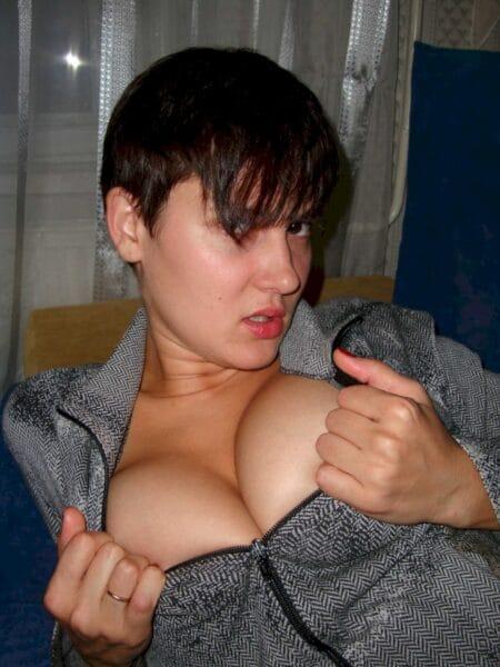 jeune femme coquine soumise pour mec qui aime la domination fréquemment dispo