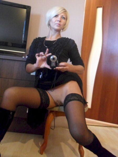Jolie femme seule intéressée par un plan sexe