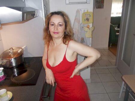 Une femme cougar de Briançon pour votre plaisir